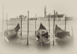 7341-3 Venedig Gondeln sw antik